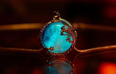 Thu hút mọi ánh nhìn với bộ ba trang sức đá quý có một không hai