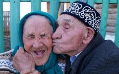 19 bức ảnh chứng minh rằng: Nếu đã yêu nhau thật, có qua bao nhiêu thập kỷ thì vẫn vẹn nguyên như thế!