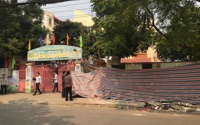 Sập nhà trước cổng trường mầm non ở Hà Nội, 1 người tử vong