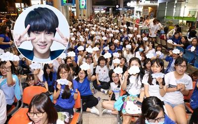 Fan Việt tập trung kín sân bay, chờ đón Yesung (Super Junior) tới Việt Nam