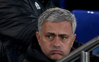 Mourinho mỉa mai Chelsea, khen Man Utd tấn công đẹp mắt