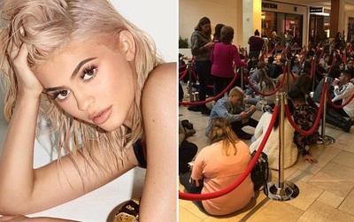 Kylie Jenner khai trương pop-up store, fan xếp hàng chật kín trung tâm thương mại