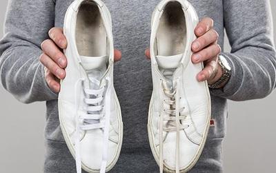 """3 mẹo""""bất bại"""" giữ cho giày dép của bạn luôn khô ráo, trắng sạch suốt mùa mưa"""