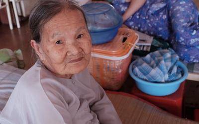 """""""Mái nhà nhỏ"""" cưu mang 136 cụ bà không nhà cửa, không gia đình ở Sài Gòn"""