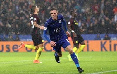 Vardy lập hat-trick giúp Leicester nhấn chìm Man City trong cơn mưa tầm tã ở King Power
