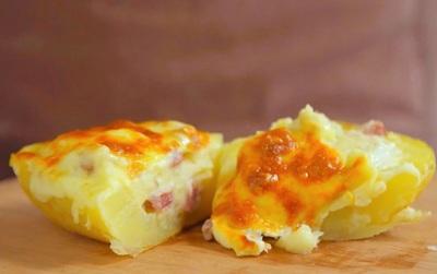 Nhìn món khoai tây nhồi phô mai hấp dẫn thế này, chẳng còn muốn giảm cân nữa!