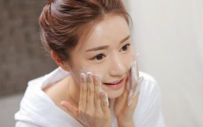3 quy tắc rửa mặt phải nhớ vì một mùa đông không khô da