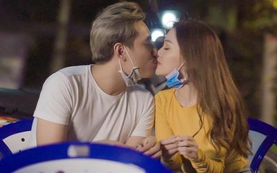 Kiều Minh Tuấn hôn môi Sĩ Thanh, bị vợ livestream tố ngoại tình trong phim về lật mặt showbiz