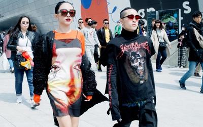 """Tóc Tiên và Kelbin Lei """"phá đảo"""" Seoul Fashion Week ngày 4 với style siêu ngầu"""
