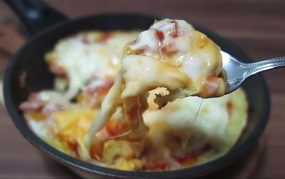 Không cần lò cũng chẳng cần bột, làm pizza kiểu này thì ai cũng làm được