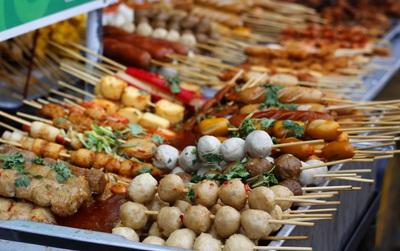 4 món ăn khoái khẩu của giới trẻ khiến bệnh đau dạ dày ngày càng nặng thêm