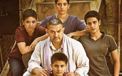 """""""Chàng ngốc"""" Aamir Khan trở lại với """"Dangal"""" ghi điểm tuyệt đối cho Bollywood!"""