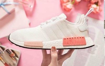 Nếu cho rằng mình đã chán sneaker hồng, bạn sẽ phải suy nghĩ lại khi thấy mẫu adidas NMD xinh đẹp quá đỗi này