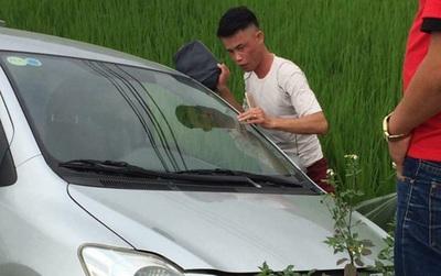 Ảnh nóng: Mất lái, Hiệp Gà đâm xe xuống ruộng