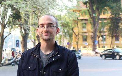 Dan Hauer bị phản đối khi bình phẩm nặng lời về bằng cấp cô giáo phát âm sai tiếng Anh
