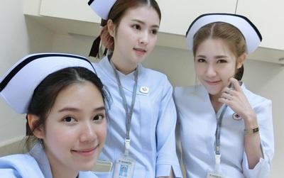 Có đến 3 nữ y tá xinh đẹp trong 1 tấm hình!
