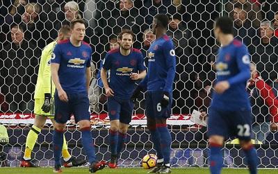 TRỰC TIẾP (Hiệp 1) Stoke 1-0 Man Utd: Mata phản lưới