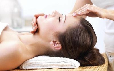Học cách chăm sóc da của bác sĩ da liễu và beauty blogger