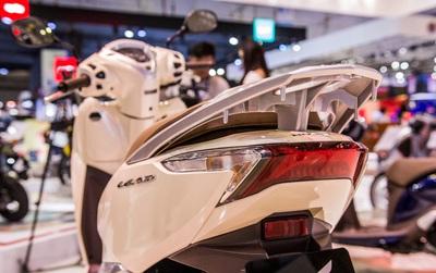 """Sau SH Mode, Honda tiếp tục """"tung"""" phiên bản Lead 2017 cao cấp sử dụng SMART Key """"thần thánh"""""""