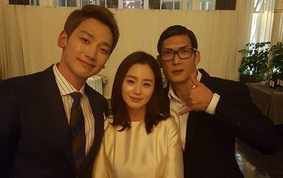 Tiếp tục lộ ảnh cận mặt vợ chồng Kim Tae Hee và Bi Rain bên khách mời sau hôn lễ