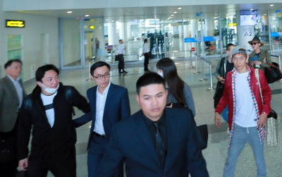 Cập nhật: Tại sân bay Nội Bài lúc này, fan vẫn đang đợi từng chuyến bay để đón G-Dragon!
