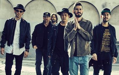Doanh số âm nhạc của Linkin Park tăng hơn 5000% sau khi Chester qua đời