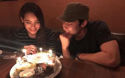 """Mark Prin và Yaya """"bỏ quên"""" người yêu để mừng sinh nhật bên nhau?"""