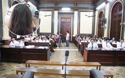 Nhân chứng bí ẩn của vụ án - bà Mai Phương đã đến tòa