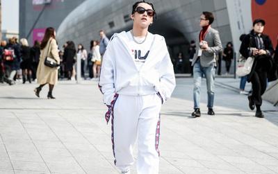 """Giải mã bộ đồ """"hip hop trắng tinh"""" Sơn Tùng vừa mặc đến SFW: Căng lắm chứ không phải căng vừa!"""