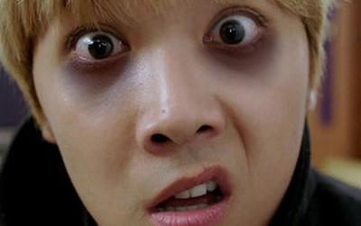 Không chỉ thức khuya, 5 thói quen này cũng khiến đôi mắt gấu trúc xuất hiện ngay