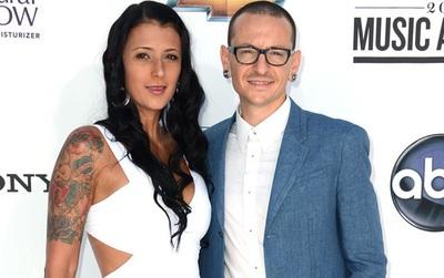Twitter của vợ Chester (Linkin Park) bỗng xuất hiện những dòng thừa nhận ngoại tình với thành viên khác trong nhóm