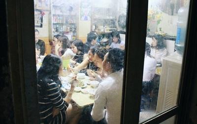Phở gà Hà Nội có gì đặc biệt khiến người dân lần vào tận ngõ nhỏ để thưởng thức?