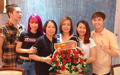Khởi My rạng rỡ mừng sinh nhật mẹ của Kelvin Khánh