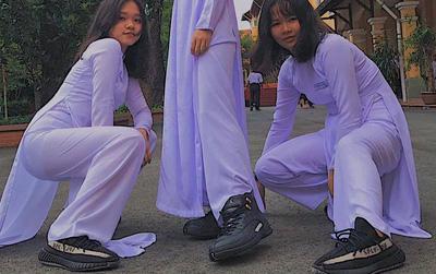 """Con gái mặc áo dài, đi sneakers xinh mà, sao lại bị """"ném đá""""?"""