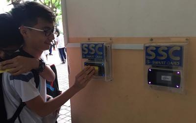 Quên chuyện bùng học đi, trường người ta ở Sài Gòn đã điểm danh bằng thẻ rồi!