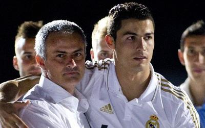 Mourinho đã phải gọi điện xin lỗi Ronaldo