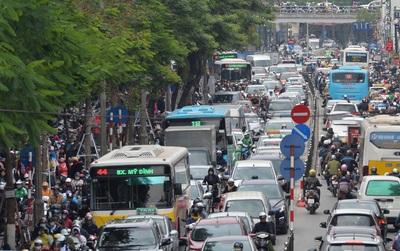 Biển người Hà Nội, Sài Gòn đổ về trung tâm thương mại, khu phố thời trang để săn đồ Black Friday