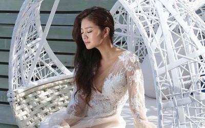 """""""Bạch Cốt Tinh"""" An Dĩ Hiên tung hậu trường ảnh cưới, chứng minh nhan sắc tuổi 36 đẹp nuột nà"""