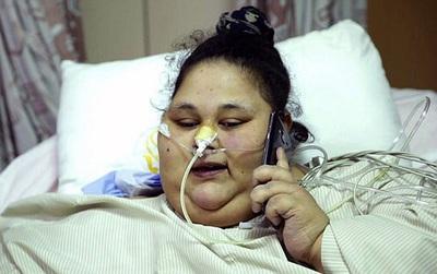 Cô gái to bằng cái giường là người duy nhất trên thế giới mắc gen thèm ăn điên cuồng