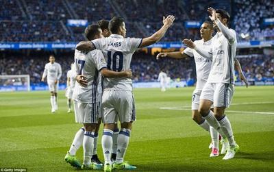 """Ronaldo ngồi ngoài, Real vẫn """"chơi tennis"""" trên sân Riazor"""
