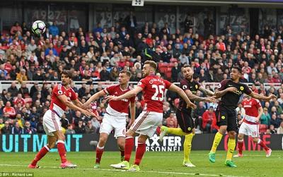 """""""Đấng cứu thế"""" Jesus giúp Man City giành 1 điểm trước Middlesbrough"""