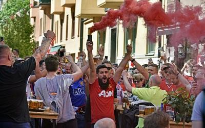 TRỰC TIẾP Man Utd - Ajax: Fan Quỷ đỏ nhuộm đỏ Stockholm