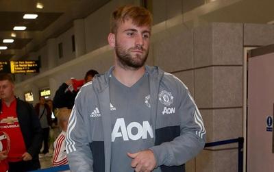 Luke Shaw buồn bã trở về Anh cùng dàn sao Man Utd