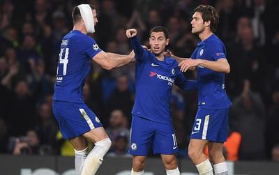 Hazard lập cú đúp giúp Chelsea thoát thua ngay tại Stamford Bridge