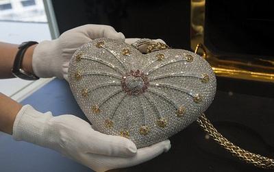 Thèm nhỏ dãi siêu túi xách đính 4.500 viên kim cương có giá hơn 86 tỷ đồng