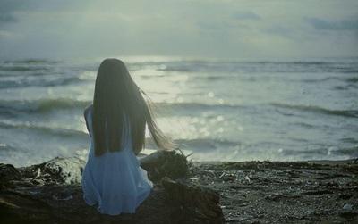 Khi buồn cứ khóc, đừng cố tỏ ra mạnh mẽ làm gì