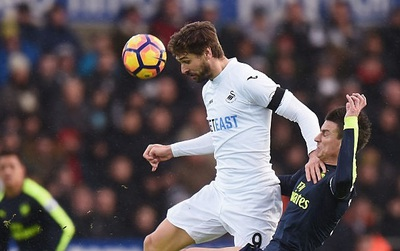 TRỰC TIẾP (hiệp 1): Swansea 0-1 Arsenal: Giroud lại ghi bàn