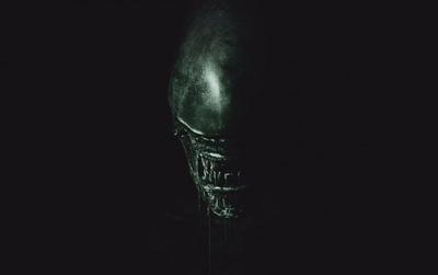 """""""Alien: Covenant"""" chễm chệ ngôi vương phòng vé Bắc Mỹ, """"King Arthur"""" xách hành lý về vườn"""
