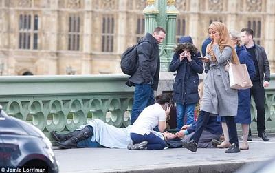 """Người phụ nữ Hồi giáo """"vô tâm"""" hay định kiến đáng sợ của đám đông?"""