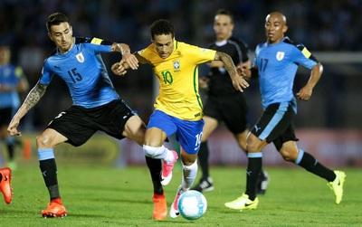 Sao Brazil chơi bóng ở Trung Quốc lập hat-trick vào lưới Uruguay